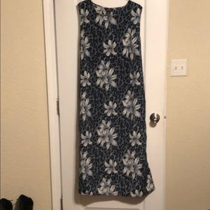 Maxi dress with animal/flower print
